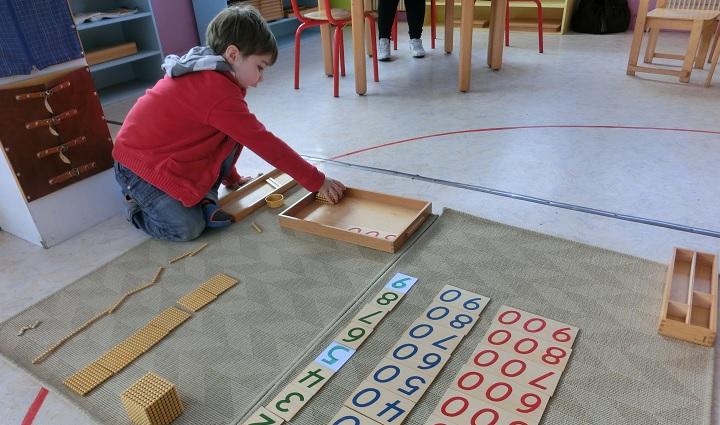 Apprendre les grands nombres en concret et en abstrait.