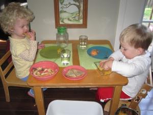 Le repas : un exercice d'autonomie.