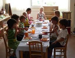 Déjeuner dans la classe.