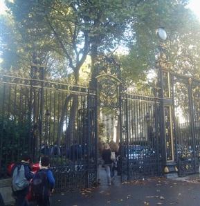 Pause déjeuner au Parc Monceau.