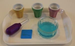 Montessori verser avec pipette