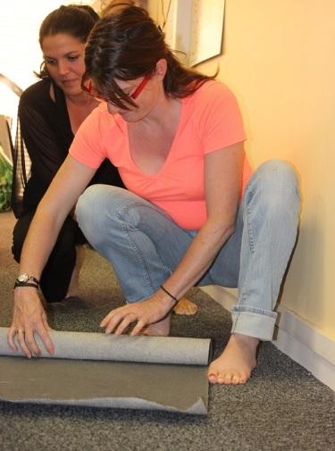 Rouler et dérouler le tapis