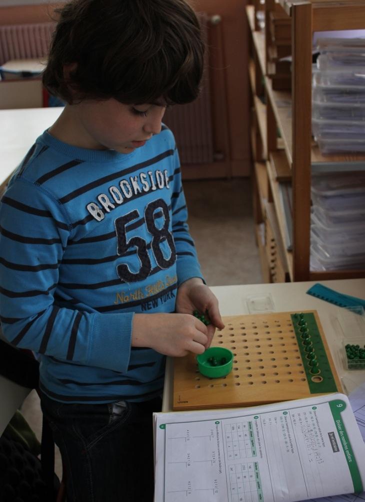Montessori - division